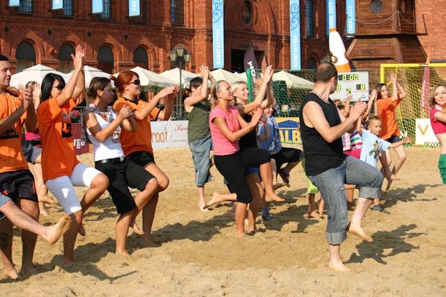 UDZ - Tańcz w Wielkim mieście! Afro Dance i Introkurs Salsy na Turnieju Beach Soccer w Manufakturze